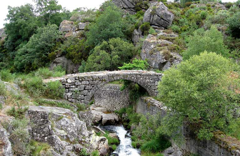 old-bridge-castro-laboreiro