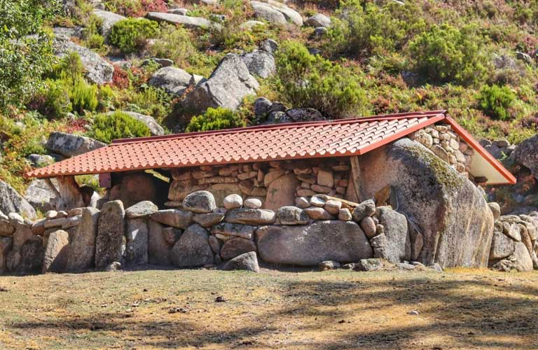 shelter-of-vale-da-teixeira